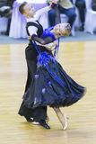 夫妇在2017年10月28日执行WDSF国际WR舞蹈杯的少年1标准欧洲节目在米斯克 库存照片