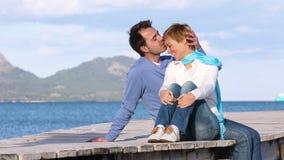 年轻夫妇坐跳船 股票录像