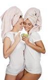 夫妇女孩题头杯子毛巾 免版税库存照片