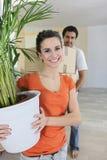 夫妇安置移动新 免版税库存照片