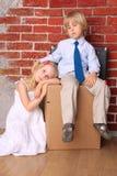 夫妇安置运动的年轻人 图库摄影