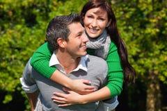 夫妇室外对 免版税库存图片