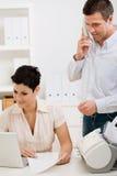 夫妇家庭办公工作 免版税库存照片