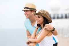 年轻夫妇巡航 库存图片