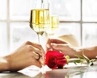 夫妇庆祝喝香宾爱概念 免版税图库摄影
