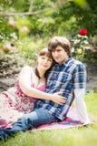 夫妇庭院年轻人 库存图片