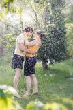 夫妇庭院年轻人 库存照片