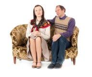 夫妇庸俗作品沙发 免版税库存照片