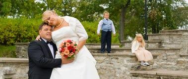 夫妇开玩笑婚礼 免版税库存图片