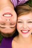 夫妇微笑的年轻人 库存照片