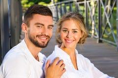 夫妇微笑的特写镜头 免版税图库摄影