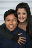 夫妇微笑的年轻人 图库摄影