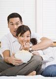 夫妇惊吓了电视注意 免版税图库摄影