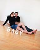 夫妇愉快怀孕 免版税库存照片