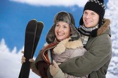 夫妇愉快的冬天 免版税图库摄影