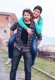 夫妇愉快的年轻人 免版税库存照片