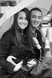 夫妇愉快的微笑的年轻人 免版税库存图片