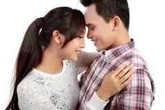 夫妇愉快的微笑 免版税图库摄影