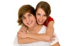 夫妇愉快的拥抱的年轻人 免版税库存图片