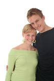 夫妇愉快的拥抱的年轻人 免版税图库摄影