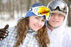 夫妇愉快的挡雪板 免版税库存照片