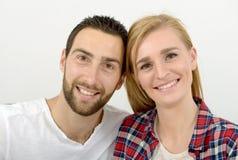 夫妇愉快的查出的纵向空白年轻人 库存图片