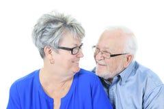 夫妇愉快的爱前辈 查出在白色 库存照片
