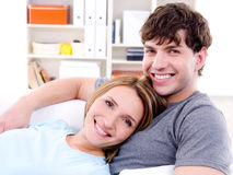 夫妇愉快的爱恋的微笑 图库摄影