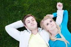 夫妇愉快的爱年轻人 库存照片