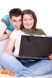 夫妇愉快的膝上型计算机 免版税图库摄影