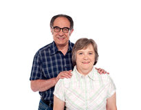 夫妇愉快的讨人喜欢的摆在的前辈 免版税图库摄影
