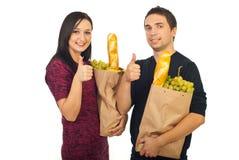 夫妇成功的食品购物 免版税库存照片