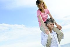 夫妇成熟浪漫 免版税库存图片