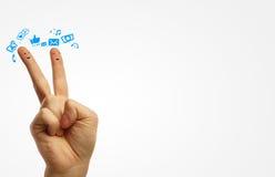 夫妇手指愉快的面带笑容 免版税库存照片
