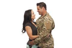 夫妇拥抱年轻人 图库摄影