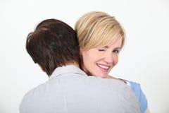 夫妇拥抱 免版税库存照片