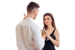 夫妇挥动的和饮用的香槟 免版税图库摄影