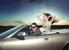 夫妇旅途年轻人 免版税库存图片