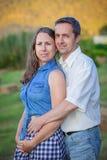夫妇早期的pregnany照片 免版税库存图片