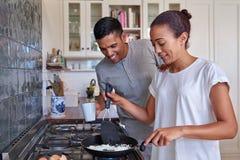 夫妇早餐鸡蛋 图库摄影