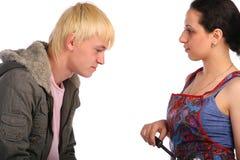 夫妇查找人年轻人 免版税库存照片