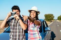 夫妇汽车roadtrip假期 免版税库存照片