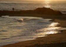夫妇海滨 免版税库存图片
