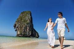 夫妇海滩假期幸福爱概念 图库摄影