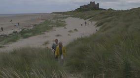 夫妇海滩漫步 股票视频