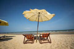 夫妇海滩睡椅 库存照片