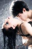 夫妇激情性感的年轻人 免版税库存图片
