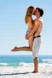 夫妇热带海岛的亲吻 免版税库存图片
