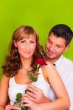 夫妇爱玫瑰色华伦泰 库存图片