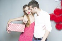 夫妇爱的年轻人 免版税图库摄影